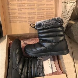 NEW The North Face size 8 Thermal micro bootie